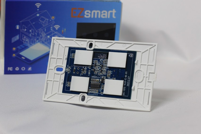 công tắc thông minh wifi EZsmart 4tcu